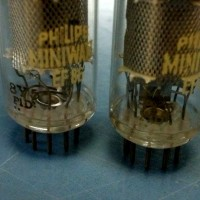 2Philips Miniwatt EF86