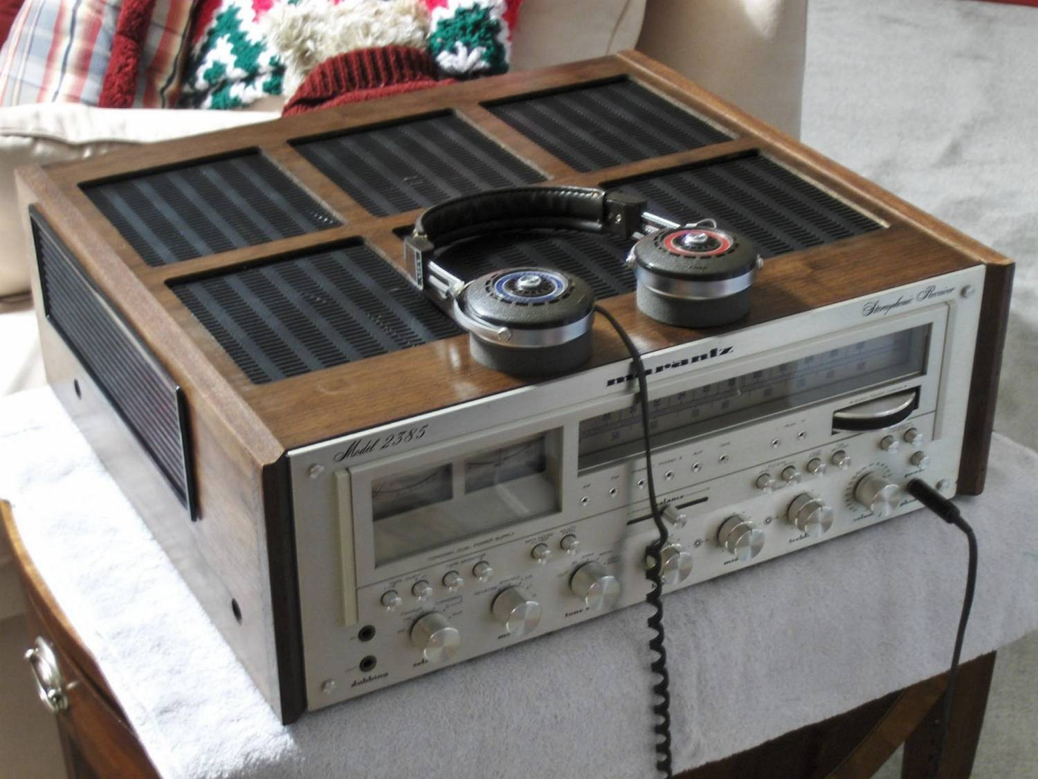 Marantz 2385 Receiver wearing WC-124 Walnut Case.